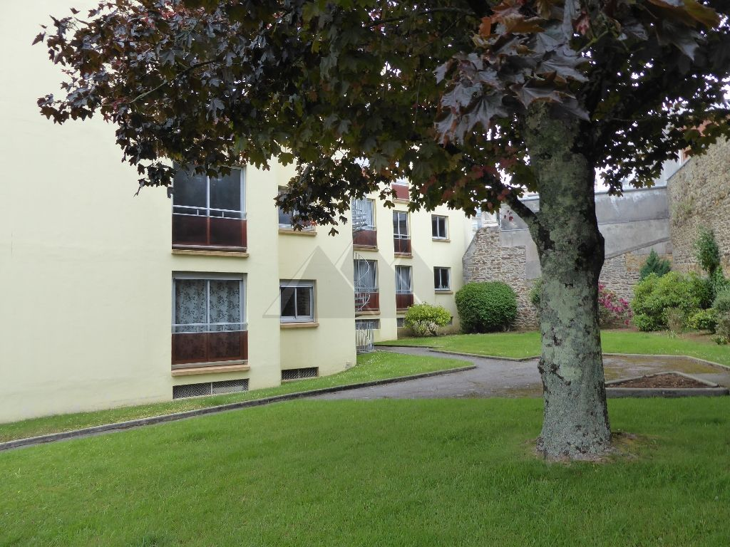 APPARTEMENT A VENDRE T4 RESIDENCE ANNEES 80 EXPOSE SUD OUEST PARKING PRIVE BREST CENTRE