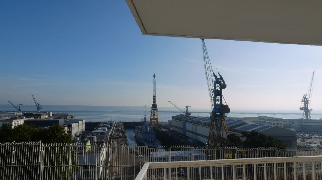 APPARTEMENT A VENDRE T5 ASCENSEUR BALCON VUE RADE PARKING PRIVE BREST CORNICHE